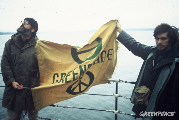 Jim Bohlen and Bob Comings transfer the Greenpeace flag from the Phyllis Cormack to the Greenpeace II, the minesweeper Edgewater Fortune. Discovery Passage, coast of BC.  © Greenpeace