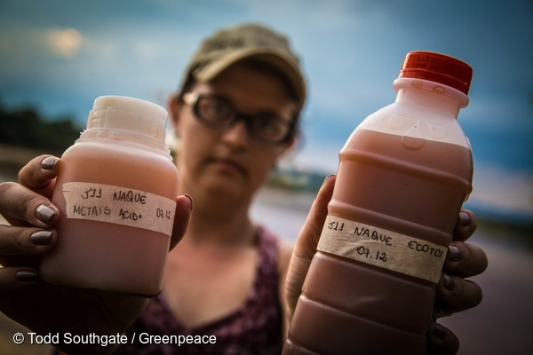 Researchers study environmental impacts in Mariana. 6 Dec, 2015  © Todd Southgate / Greenpeace