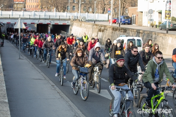 Cyclists in Zagreb Launch Global 'Break Free' Protests Against Fossil Fuels  © Branko Drakulic / Greenpeace