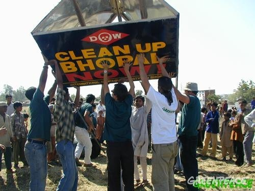 Dow clean up Bhopal protest