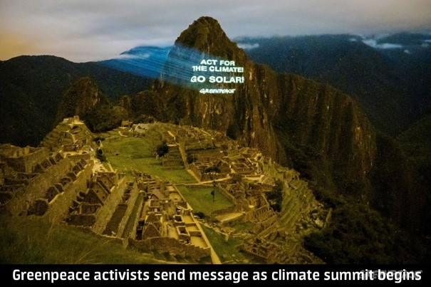 Greenpeace Activists take 'Go Solar' message to Machu Pichu as Climate Summit begins in Lima.  © Greenpeace