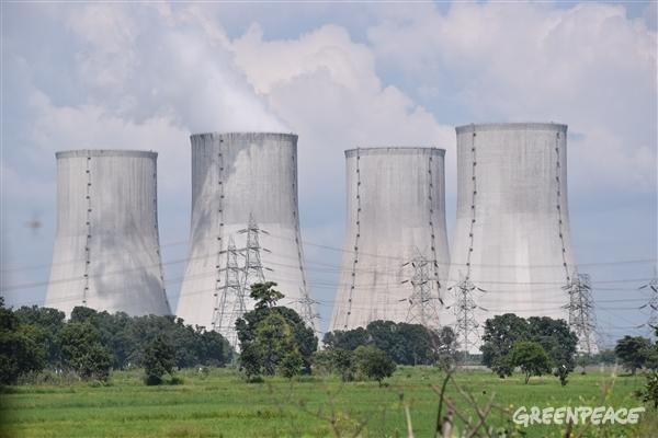Power plant emitting toxic fumes