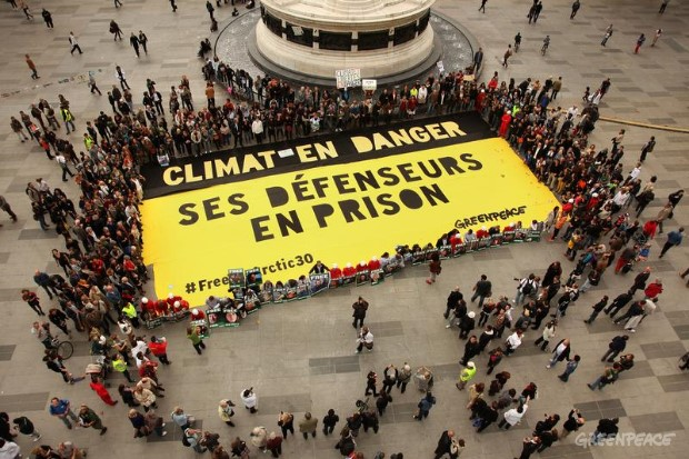 'Arctic 30' Global Day of Solidarity in Paris