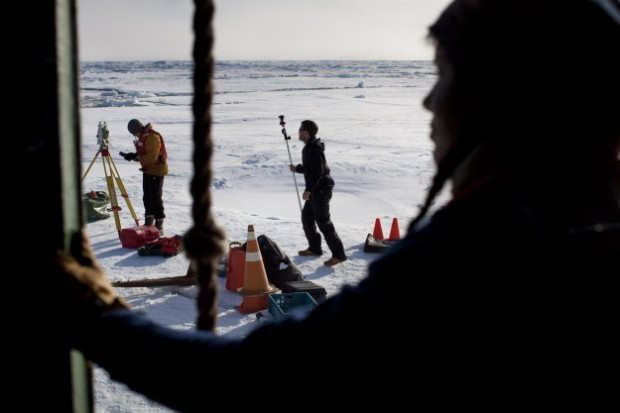 "Scientists preparing to make an ""ice station"""