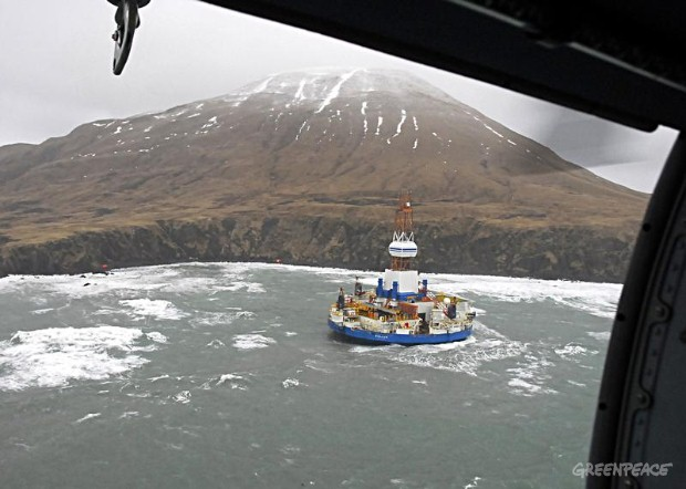 Kulluk Breaks Away and Runs Aground
