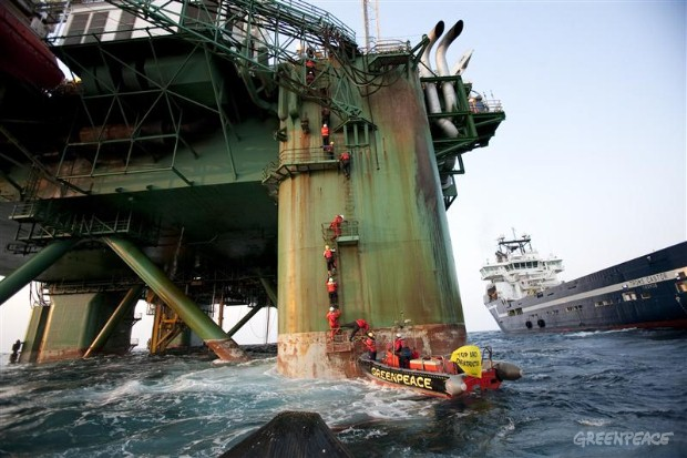Activists board the Leiv Eiriksson rig